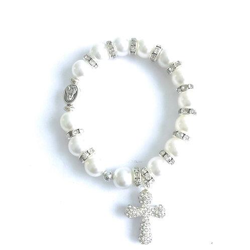MP007 Pulsera Perlas Blancas  con Cruz de Piedras Plateadas