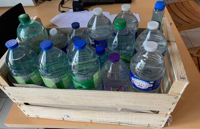 Réception de bouteilles d'eaux minérales