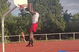 image basketball acrobatique.jpeg