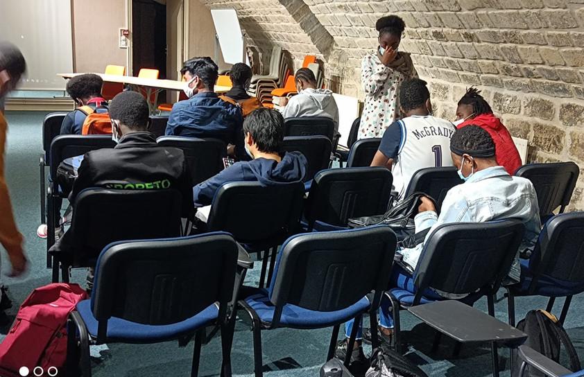élèves de 3ème UPE2A du Lycée Erik Satie présent lors de la rencontre.