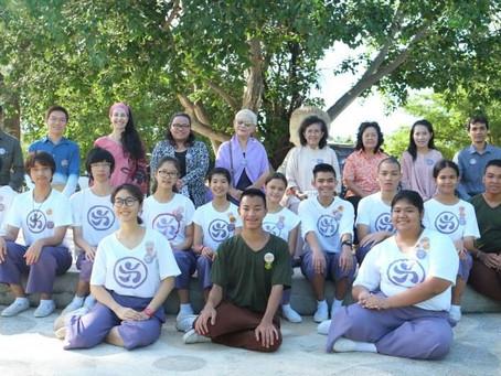 นักเรียน ๑๒ คน ได้รับการยกย่องจากคณะครูของโรงเรียน