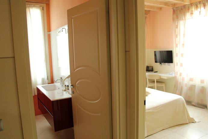 ampia camera d' hotel