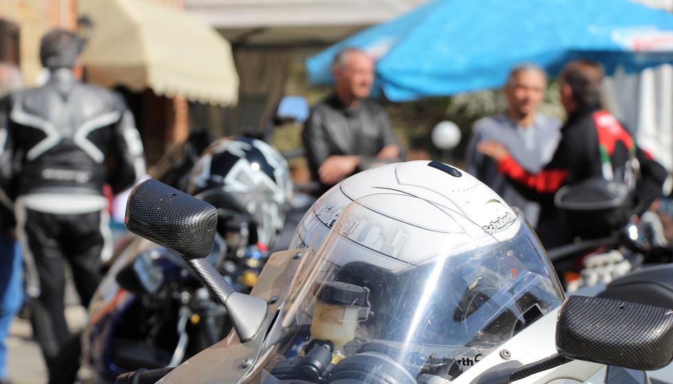 MOTOCICLISTI AL BAR - RISTORANTE