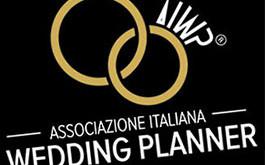 La prassi di riferimento sul wedding planning oggi anche in versione inglese