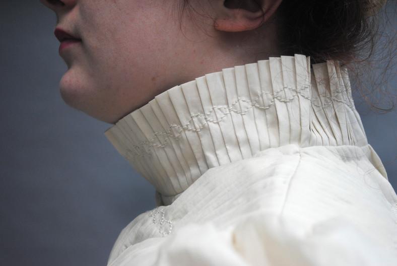 Pleated high collar