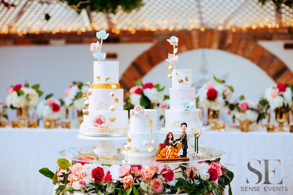 Mei & Louis Wedding -Madsen's Greenhouse Newmarket-Sense Weddings & Events-多伦多婚礼策划-Cake Table.PNG