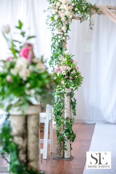 Wan & Michael Wedding -Muskoka Touch Stone Resort-Sense Weddings & Events-多伦多婚礼策划-Ceremony Floral 6.PNG
