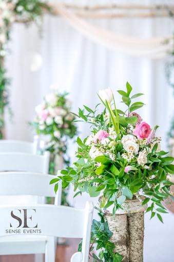 Wan & Michael Wedding -Muskoka Touch Stone Resort-Sense Weddings & Events-多伦多婚礼策划-Ceremony Floral婚礼布置3.PNG