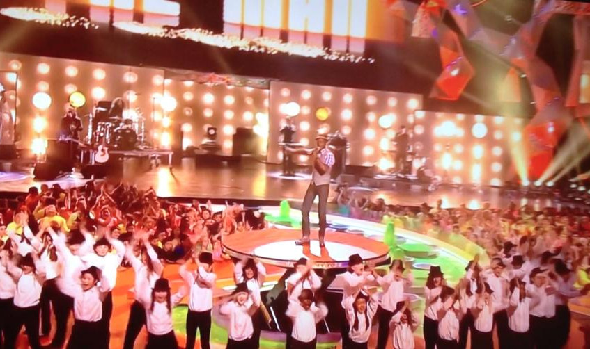 MUSYCA Children's Choir performs with Aloe Blacc at Nickelodeon Kids Choice Awards