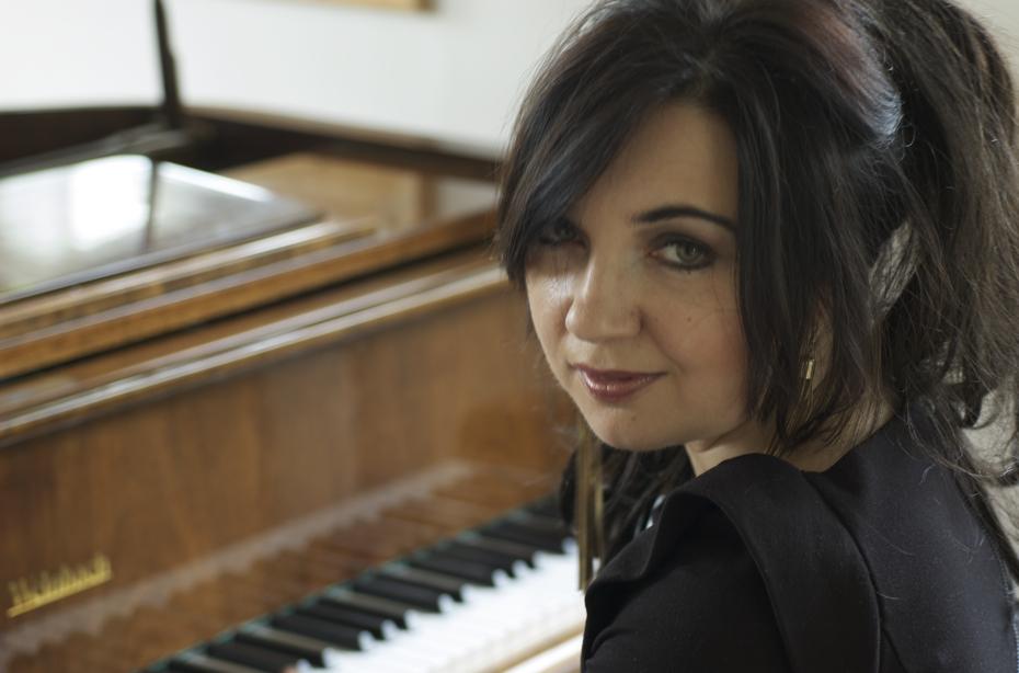 GeNIA, pianist/composer