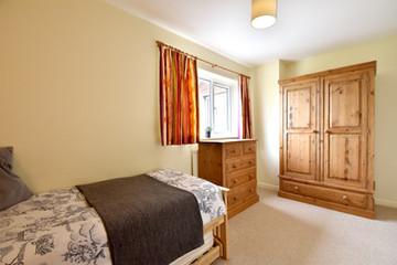 Little Oak Room to Let 19 F.jpg
