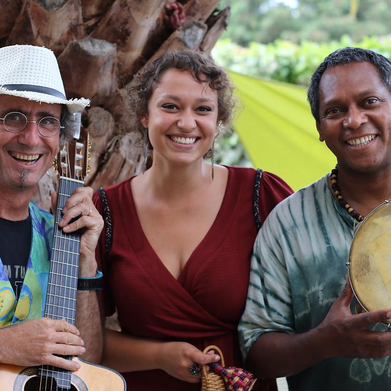 Trio Tropicalia