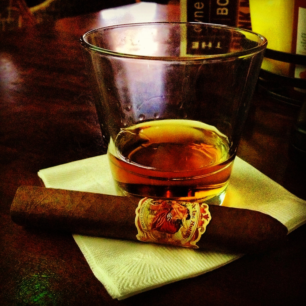 Flor de Las Antillas Belicoso paired with Woodford Reserve Double Oaked bourbon neat - Smokeasy®