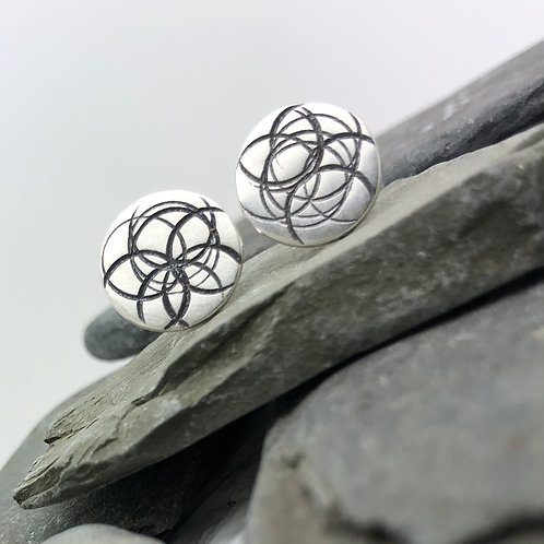 Overlapping Circles Stud Earrings