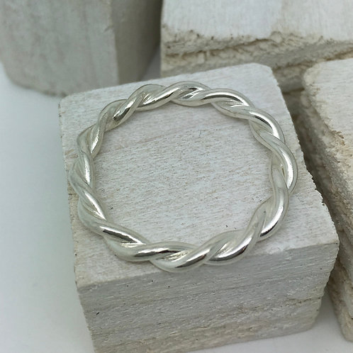 Stackable Twisted Ring