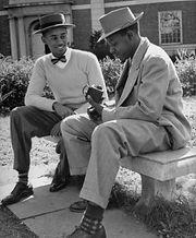 1946-howard-uni-students-afro-2-350x443_