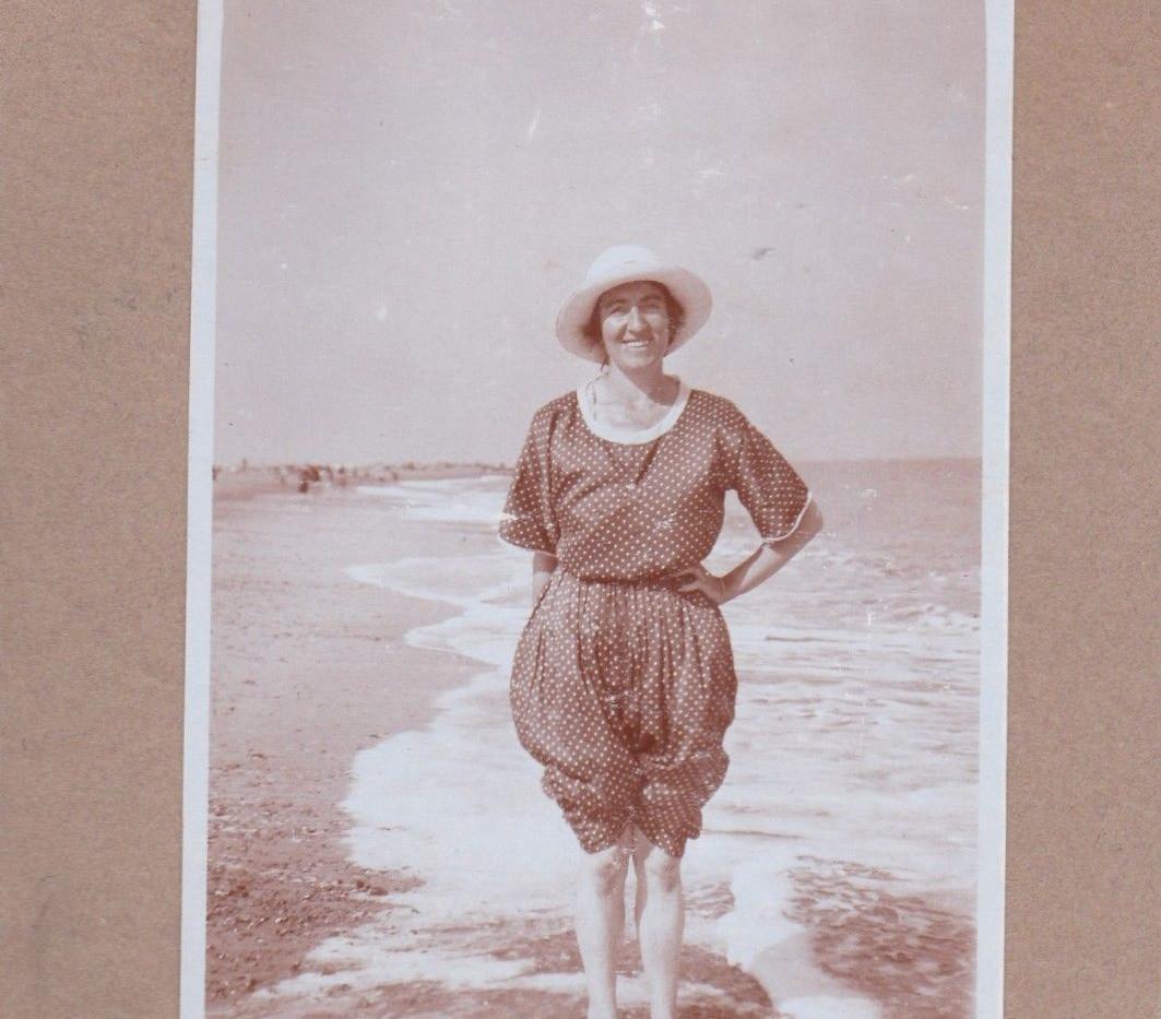 Lady paddling 1924