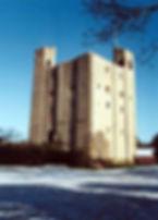 The_keep,_Hedingham_Castle_in_winter sea