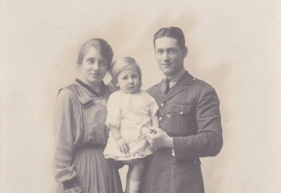 Beautiful Family Group, 1910s ( WW1)