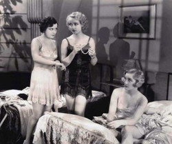 Carole-Lombard-1920s-lingerie-300x251