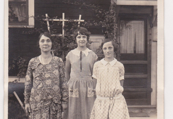 Mother and her daughters 1920s