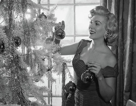 1950s-woman-decorating-christmas-tree-vi
