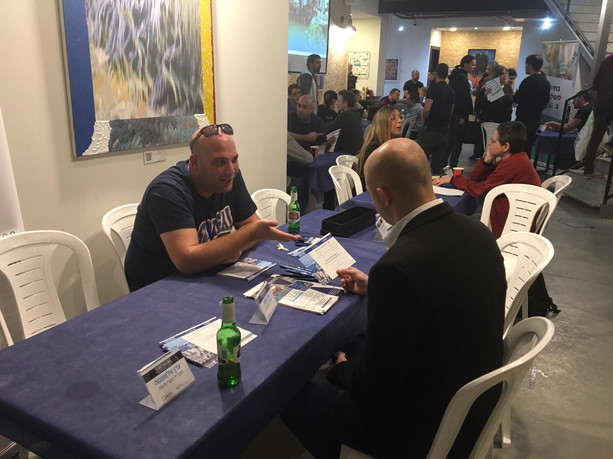 Amit turman (עמית טורמן) reciving the guests to sthe startup market