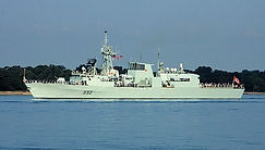 420px-HMCS_Ville_de_Quebec_in_September_