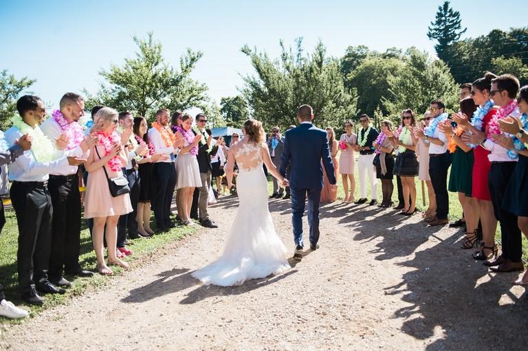 les invités et l'arrivée des mariés