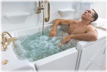 Рис. 3. Вместо ванночки при геморрое можно использовать ванну.