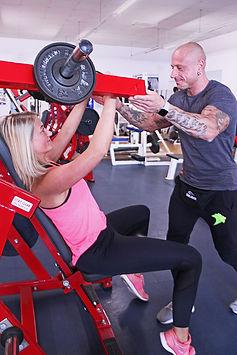 Gerätetraining mit Personal Trainer