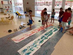 Activité peinture avec les pieds 3-5 ans