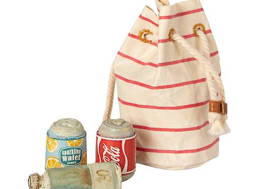 Maileg - Strandtasche mit Getränkedosen und Sonnencreme