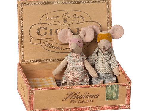 Maileg - Mum & Dad in Zigarrenbox
