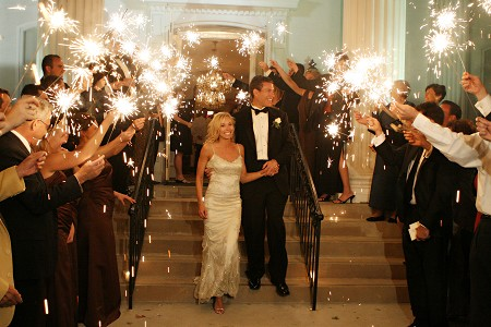 sparklers_via_wedding_bee.jpg