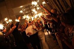 sparkles-saida-noivos-igreja-e1354306749330.jpg