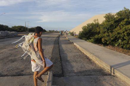 O Povo: Asfalto de rodovia na Sabiaguaba é substituído dois anos após críticas