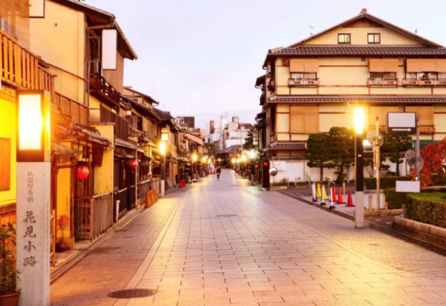 The streets of Gion are empty nowadays.