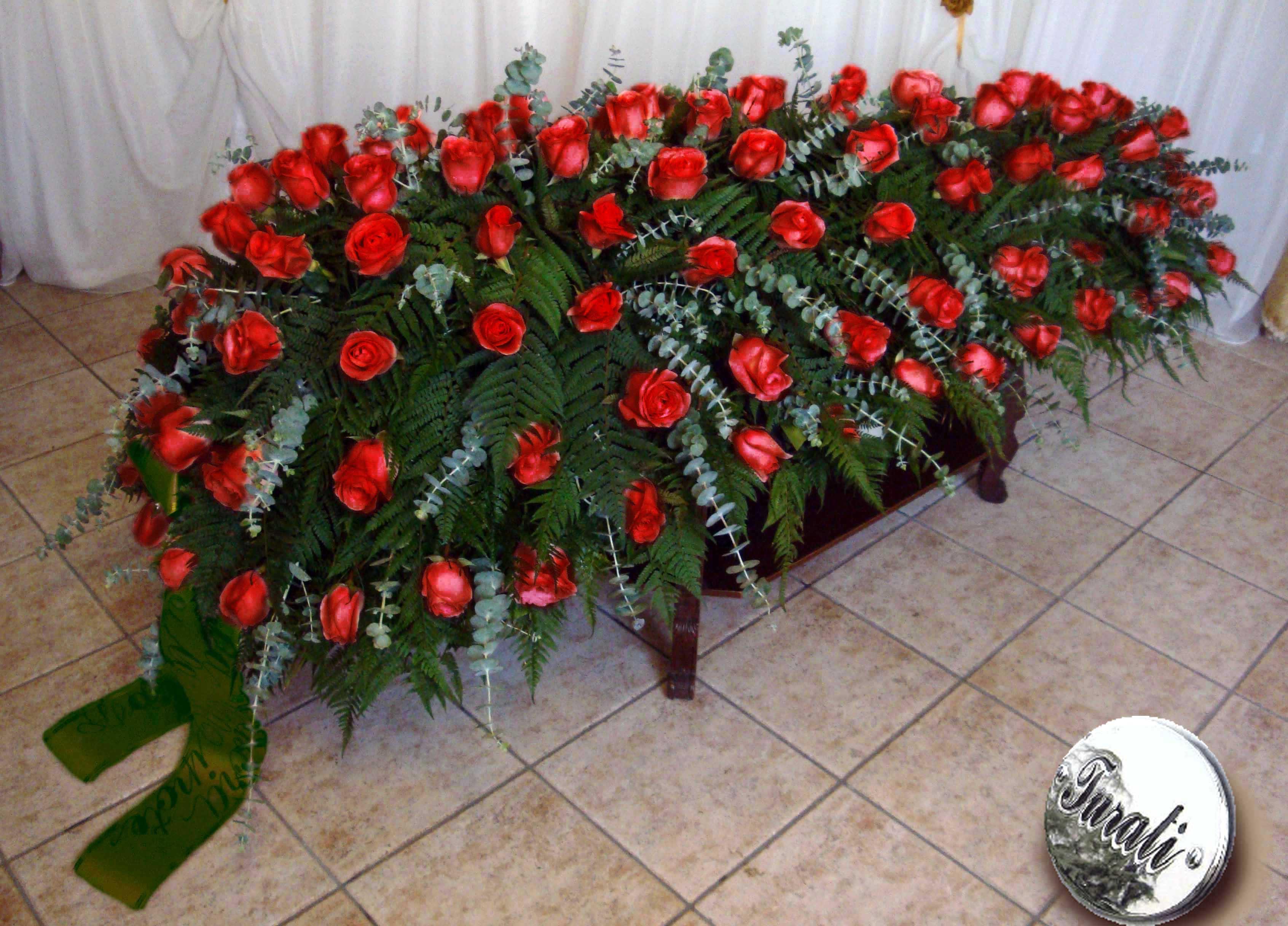 cofano rose rosse