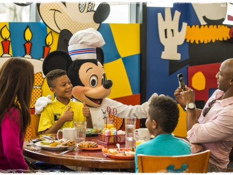 Comece o dia tomando café da manhã com personagens