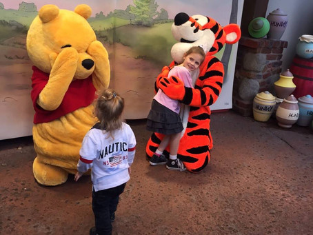 A magia em atuar como personagem da Disney nos parques