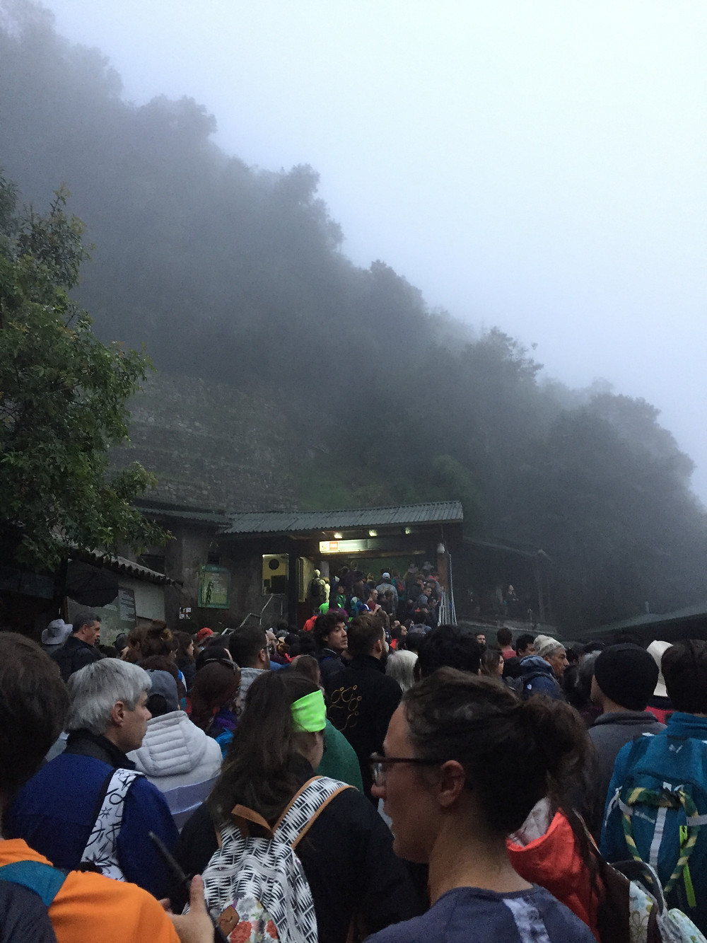 people waiting in the morning for the opening of Machu Picchu city