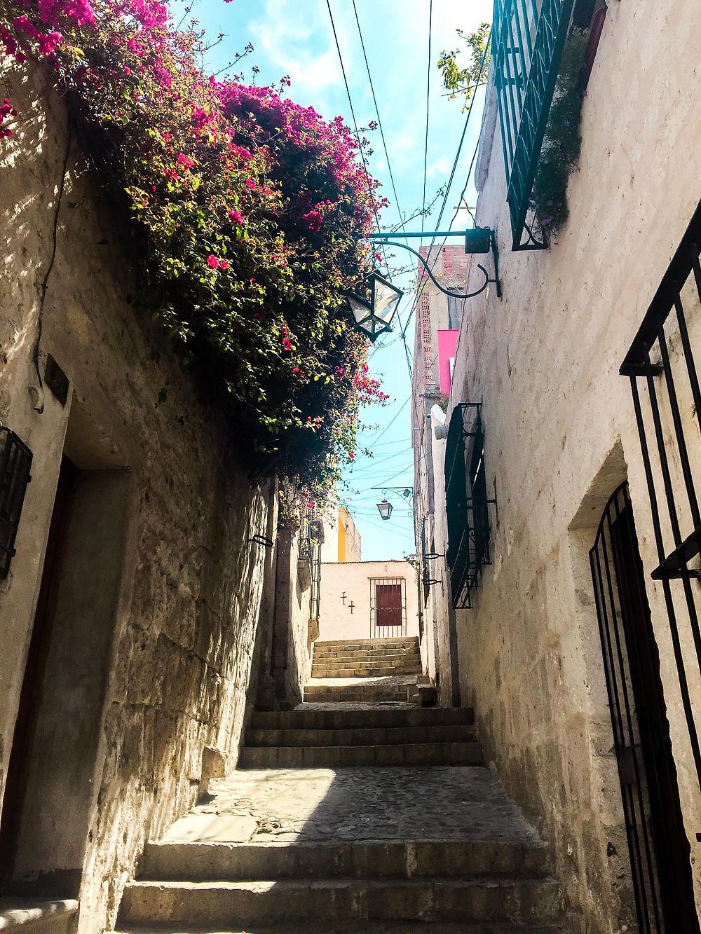 ruelle dans le quartier de Yanahuara à Arequipa au Pérou