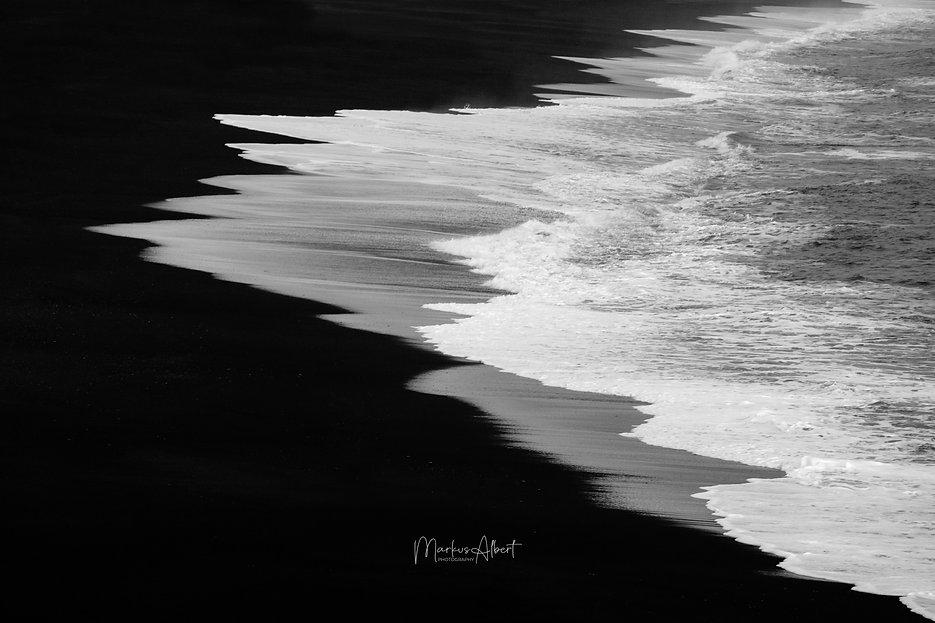 Black Beach (1 von 1).jpg