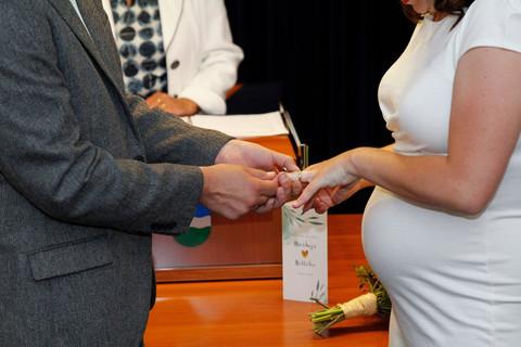 Huwelijks ceremonie gemeentehuis Nederweeret