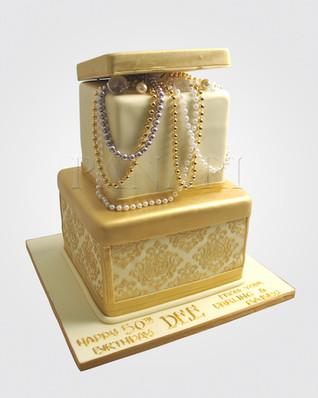 JEWELLERY BOX CAKE CL9545.JPG