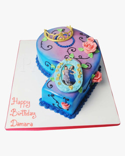 The Descendants Cake AN5871