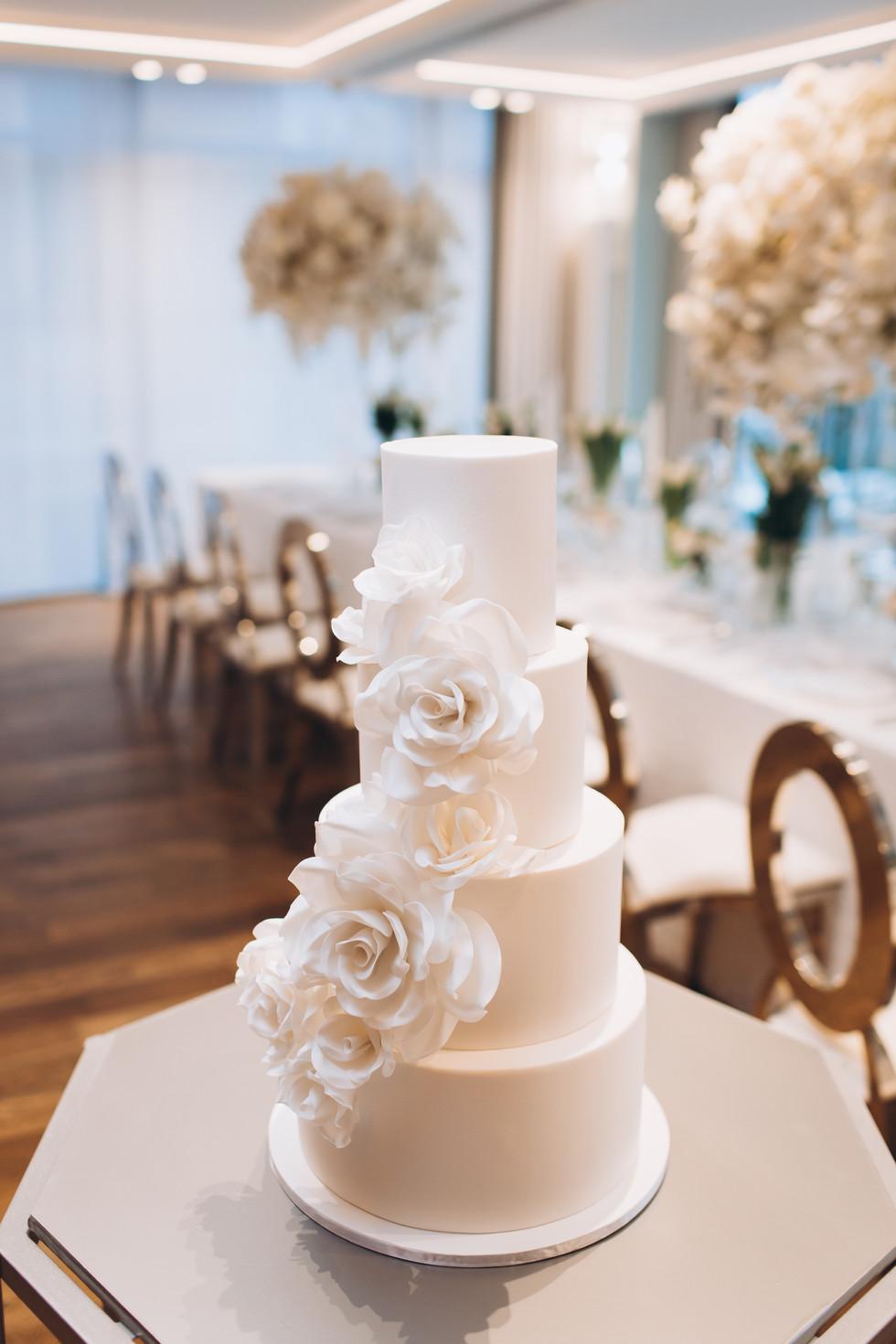Exquisite White Wedding Cake WC20213