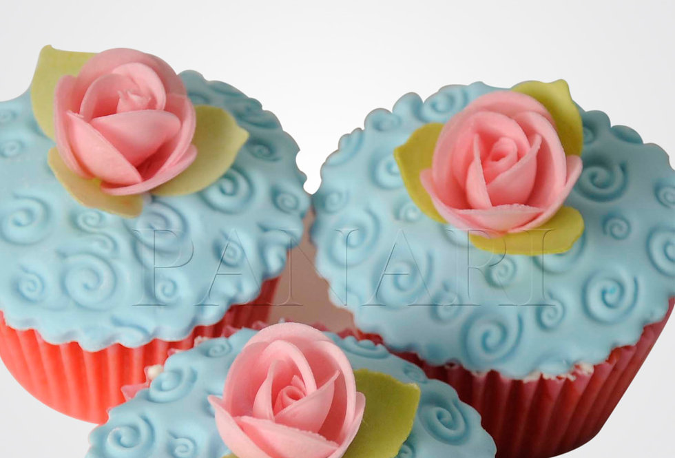 12 Pink & Blue Cupcakes