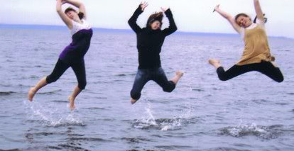 Emmaandfriendsatthebeach2008_edited.jpg